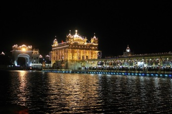 The Holy Golden Temple or Shri Harmandar Saheb at Amritsar, is the seat of Sikh Religion. The aura of this holy shrine b night is unmatched.