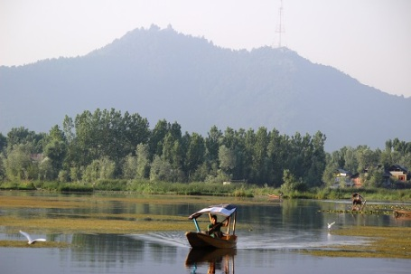 On day 3, we ride into Kashmir valley and have a place to stay on non-touristy and very quiet and calm Nageen Lake - very beautiful indeed! We spend 2 days here, before we move into higher Himalayas.